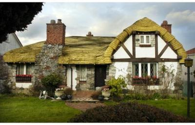 The Hobbit house in Vancouver, BC is for sale!  Only $2.86 million! Seriously, if I had the money I'd totally buy it.  I hope whoever does buy it doesn't demolish it.  It was built in the 1920's and is a B-category heritage home.