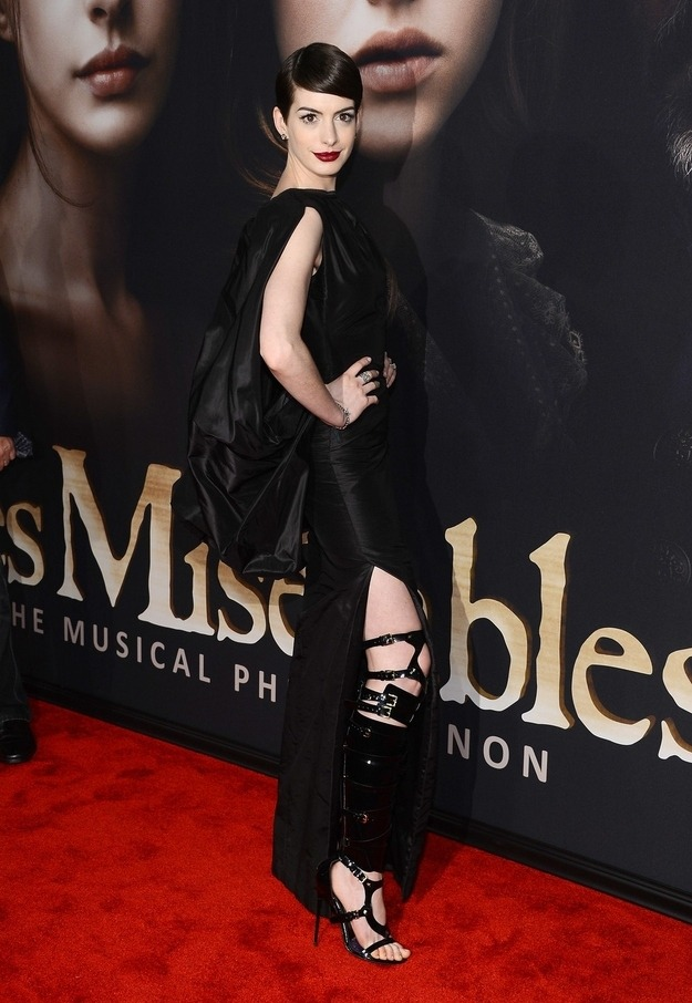 WTF did Anne Hathaway wear at the New York premiere of Les Miserables?
