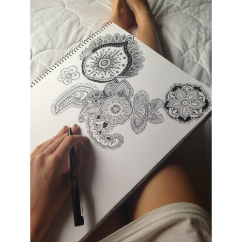 sallyboxsell:  drawing when I get bored