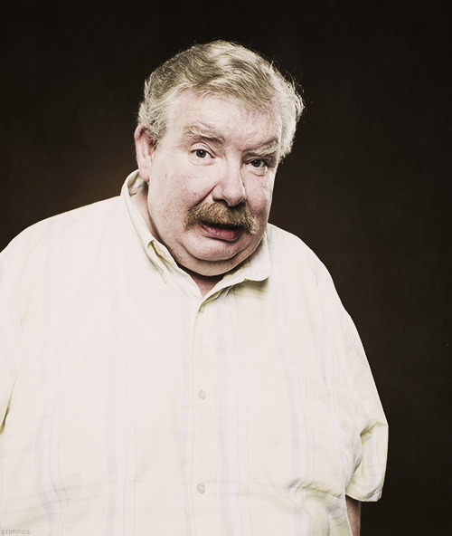 notdavestrider:   Potterheads, a member of the Harry Potter cast passed away today. Vernon Dursley, a member of the cast since the very start. Rest in peace. Richard Griffiths (1947-2013)  NO