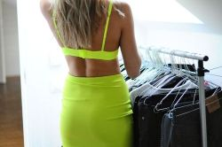lushbrazil:  natuurale:  tanned skin and lime green are just perf   follow for similar posts x