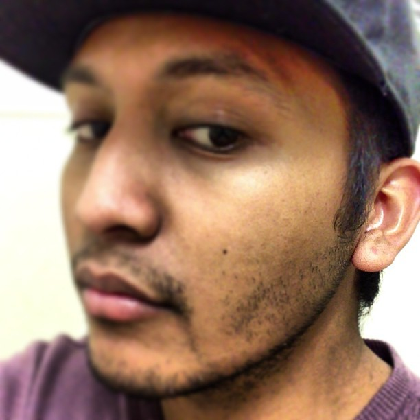 Been a while since I haven't had any earrings lol feels weird #clean #noshave #grimy #royalpurple #filipino #potd #picoftheday #bestoftheday #jj #like #follow #sampsonbuilt  (at N&L)