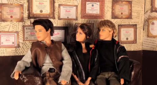 VIDEO: Katniss, Peeta and Gale do Love Triange CounsellingYou've heard of couples' counselling, but what about those famous characters trapped in a…View Post