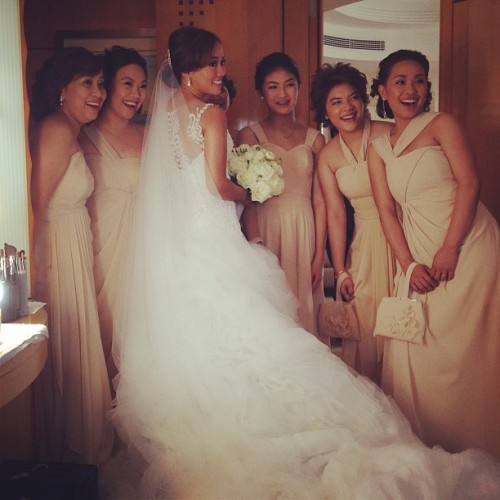 @iamkingxoxo with her beautiful bridesmaids. #weddings #bride #beautifulbride #beauty #makeup #makeupartist