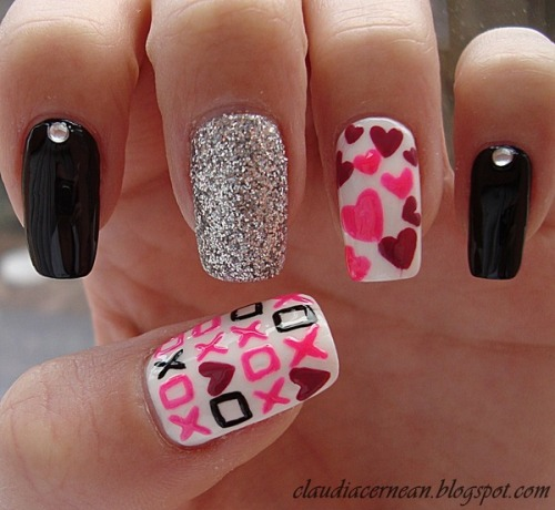 beautylish:  XOXO! Cute Valentine's Day nails from Claudia C.!  Hearts