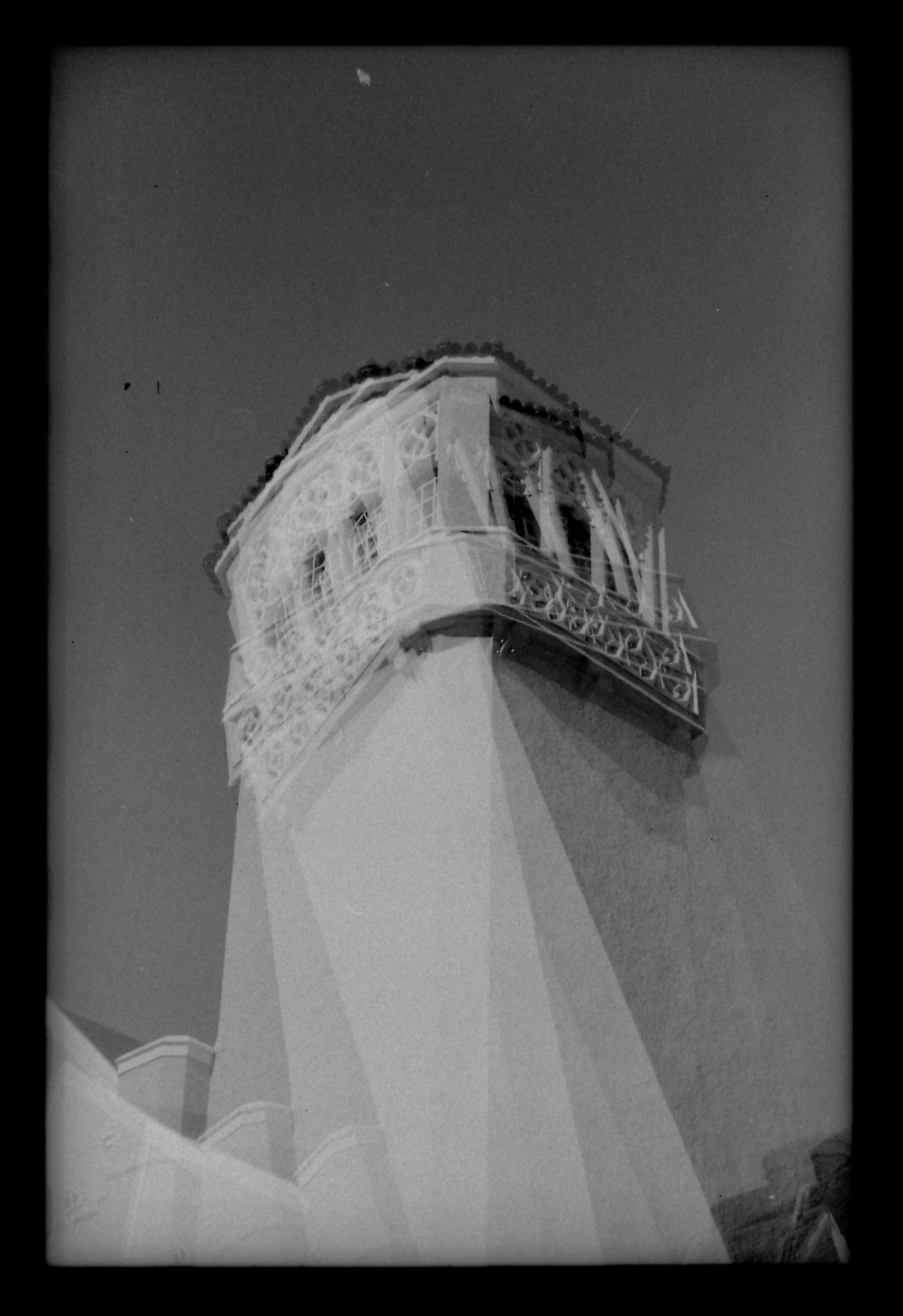 auxiliofaux:   obligatory#2 Arista EDU 100/35mm film Los Angeles, California ©2012Auxiliofaux Society6 (prints & about)