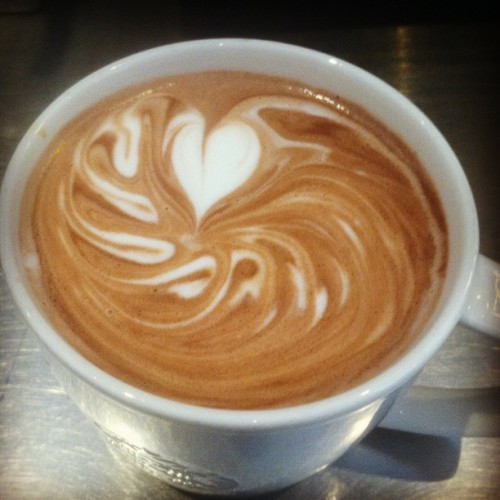 #perfected #waveheart #latte #latteart #starbucks #barista #hotchocolate #espro #toroid (at Starbucks)