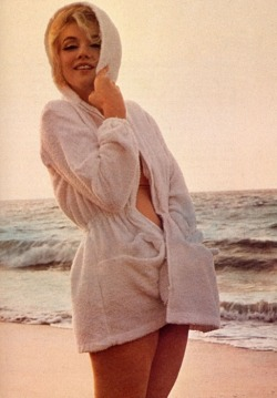 perfectlymarilynmonroe:  Marilyn photographed by George Barris, 1962.
