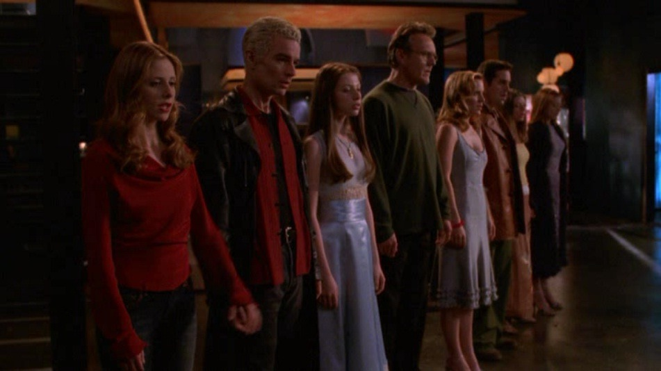 whedonismaster:  Spike and his signature black shirt/ red, unbuttoned collar shirt/ leather jacket.