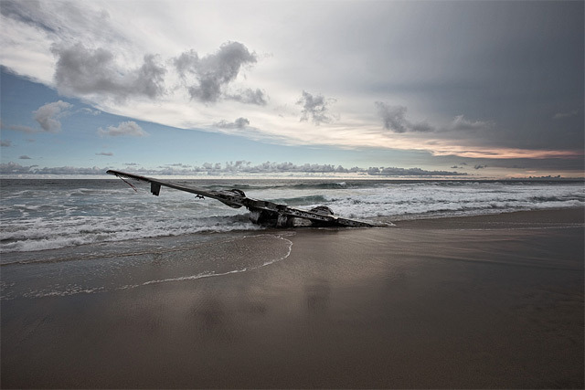 Happy End series by Dietmar Eckell captures plane crashes where everyone survived.