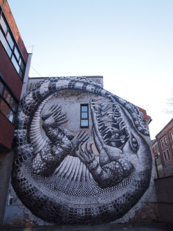 vanessadoes:  red-lipstick:  Phlegm (UK) - Mural (Crocodile) he created for All Rights Destroyed Festival in Oslo, Norway, 2012 http://www.mymodernmet.com/profiles/blogs/phlegm-all-rights-destroyed  This guy is one of my favorite artists currently working. Amazing.
