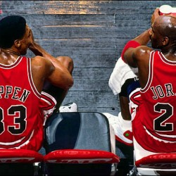 Everyone has their opinion on who would win if it was #MichaelJordan versus #LeBronJames. Here's #ScottiePippen's winner: #pippen said #lerbron a beat Jordan do u agree