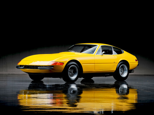 vintageclassiccars:  Daytona- great colour and a good choice for your everyday driving.
