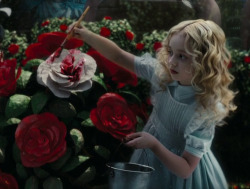 gif love drawing art gifs girl cute adorable tim burton Black and White fashion kawaii beautiful movie young dream Grunge blonde flower flowers Alice In Wonderland alice wonderland rose roses paint pastel goth movie stills aquarelle lewis carrol