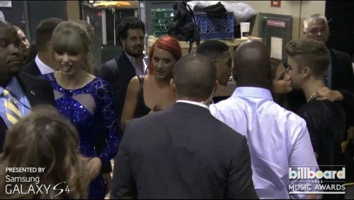 smg-news:  Selena and Justin backstage at the BBMAs!