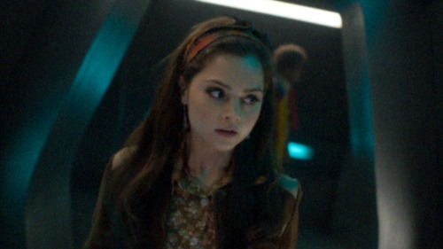 schmoo999:  timeyiswibbly:  IS 6TH BEHIND CLARA???? Or am I just crazy?  Huh, sure looks like it…