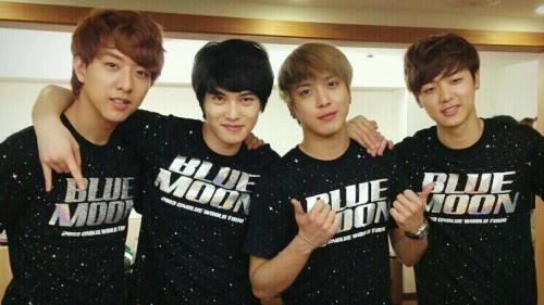 listencnb:  20130406 Yong hwa's Twitter  Hi guys all this is yong hwa!!The concert has finished. Thanks to the Taiwan fans who enjoyed for us! I will never forget. Also Korean fans would have wondered tonight. we prepared well and I'll show you great performances in May. byebye cr: http://allaboutjyh.blogspot.com/2013/04/trans-20130406-yong-hwa.html