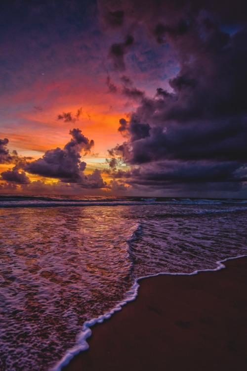 lsleofskye:  Morning mood by the ocean | benmuldersunsets