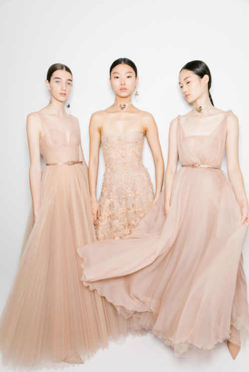 tulle gown dior dior haute couture fw18 christian dior Maria Grazia Chiuri paris jadior hollywood tulle choker fashion fashion photography fashion details runway details haute couture vogue vogue runway fw18 model runway glamour gown evening gown couture old hollywood details luxury high fashion red carpet elegance