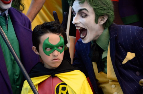 floresfabrications:  If looks could kill  And there's another Joker cosplayer on his other side.  No wonder?