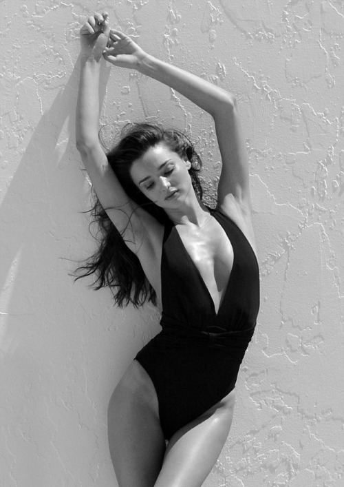 senyahearts:  Miranda Kerr - Photo Shoot in Miami