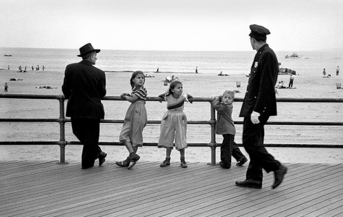 Uh Oh Watch Out, Coney Island, 1951 photo by Harold Feinstein