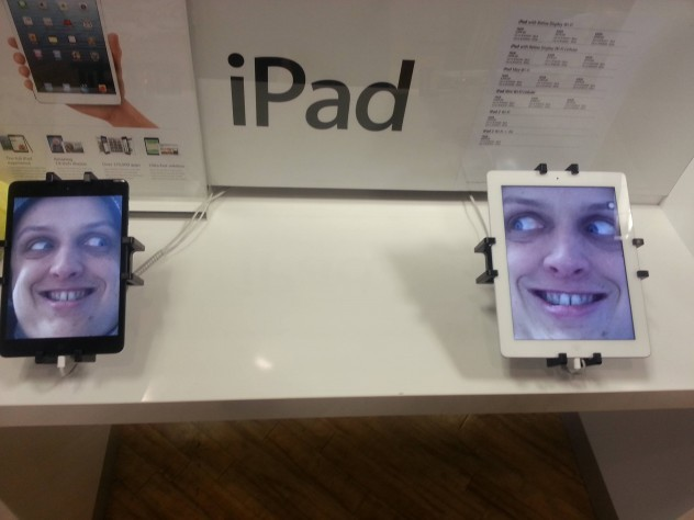 nonstahpfun:  Trolling the Apple Storshttp://nonstahpfun.tumblr.com/