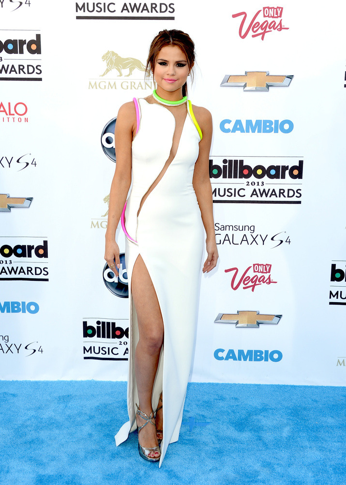 whatdoiwear:  2013 Billboard Awards Red Carpet: Selena Gomez wearing Atelier Versace