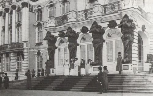 Empress Alexandra and her daughters outside the Catherine Palace at Tsarskoe Selo: 1916.
