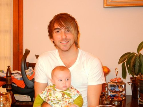 alex-gaskarth-doing-stuff:  Alex finds another child to add to his collection.