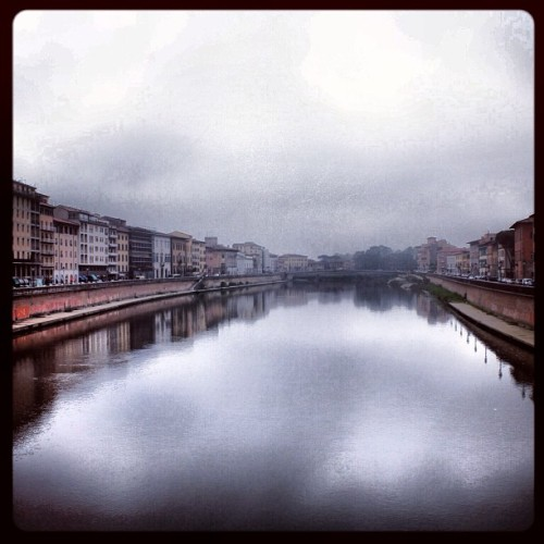 Such a beautiful river in #pisa covered in morning fog.