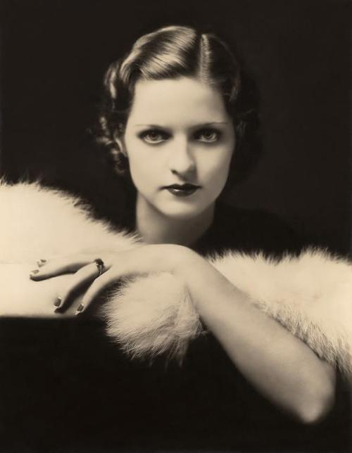 maudelynn:  Myrna Darby, by Alfred Cheney Johnston
