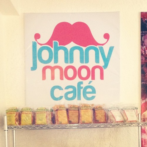 Hipster Juan Luna place for lunch. #StuffedTummy (at Johnny Moon Cafe)