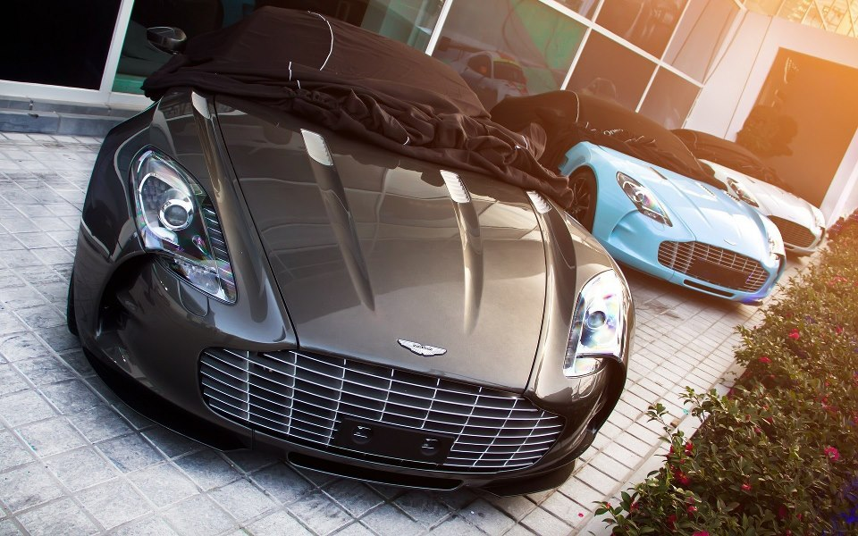 Aston Martin One 77 (three in a row) Power, beauty and ultimate exclusivity