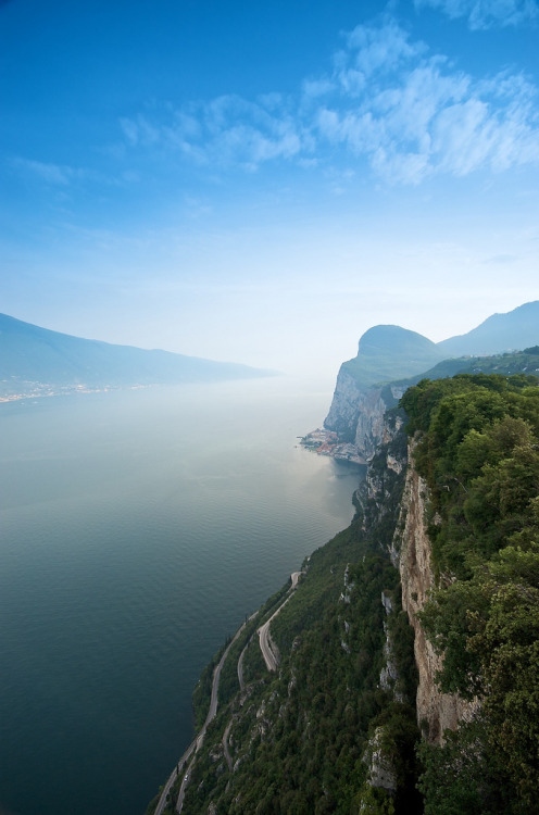 allthingseurope:  Lake Garda, Italy (by aragost)  So beautiful! :)