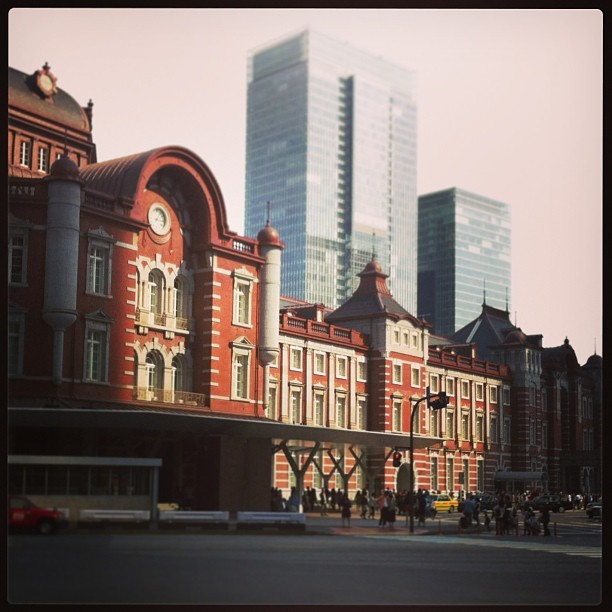 Reconstructed Tokyo station yay! Built again after that event Japanese textbooks won't tell me about! :D)) (at 東京駅 22番線ホーム)
