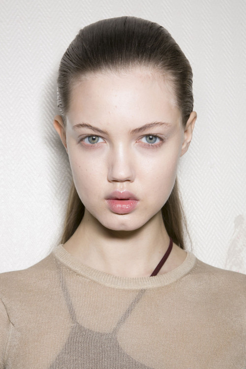 Lindsey wixson backstage at Giambattista Valli fall/winter 2013