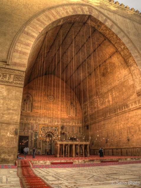 islamic-cultures:  Sultan Hassan Mosque, Cairo, Egypt by Saira Bhatti  Me and le hubs prayed dhuhr and asr there one day, in the place where the men are standing in the photo.