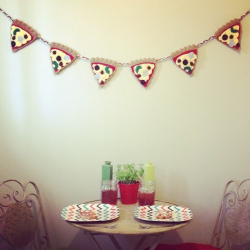 Ta Da pizza bunting! #pizza #crochet #food #foodgasm #yarn #handmade #hustleandsew #slice #bunting #crafty  (at Crochet Castle Dos)