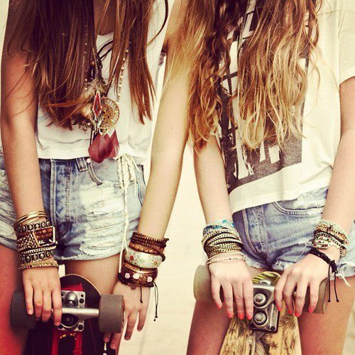 Friends | via Tumblr on We Heart It - http://weheartit.com/entry/61990455/via/lara_barroso_17   Hearted from: http://unmundoatulad0.tumblr.com/post/50091789447/welcome-to-my-live