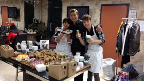 "Siwon Makes A Guest Appearance On ""Master Chef Korea Celebrity"" To Cheer On Henry  No matter for what or where, the members of Super Junior support each other. Henry Lau of Super…  View Post"