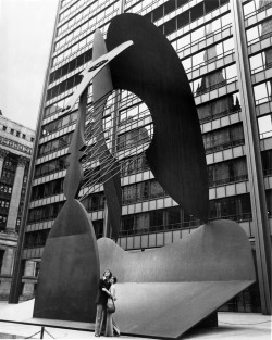 A young couple at the Picasso sculpture in Richard J. Daley Plaza, date unknown, Chicago, Illinois. Photograph by unknown.  Want a copy of this photo?  > Visit our Rights and Reproductions Department and give them this number: iChi-50766 Connect with the Museum