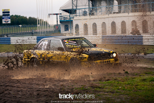 Eat the dirt Starring: BMW E30 (by coffe.dk)