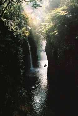0rient-express:  Takachiho Gorge | by James Hadfield.