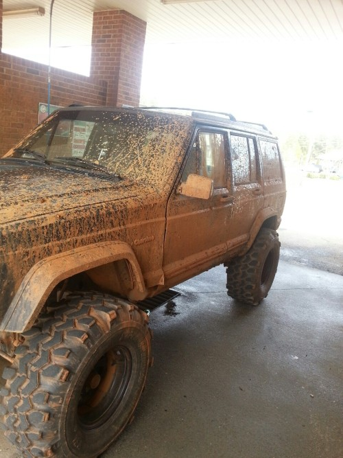 fuck-i-love-south-carolina:  Jeep after a nice little muddin trip :) gotta love the smell of fresh mudd.