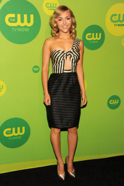 2013 CW UPFRONT PRESENTATION - ANNA SOPHIA ROBB 'I Am Starstruck' International Feature It's UPFRONTS season in Hollywood at the moment!  TV executives are prepping their flashy presentations for advertisers and the best part of these events is that the stars of the shows hit the red carpet themselves. The 2013 CW Upfront Presentation was held on Thursday at the London Hotel in New York City. 'The Carrie Diaries' star Anna Sophia Robb channelled a sultry grown up look on the red carpet in a black and white striped ensemble showing a lot of skin. Image Source: Zimbio