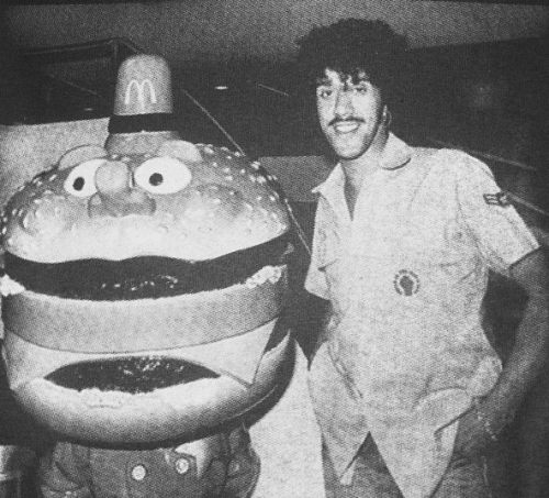 pizzzatime:  porkmagazine:  suicidewatch:  Phil Lynott & Officer Big Mac.
