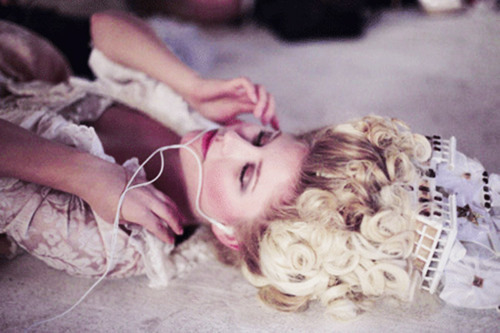 drinkmetasteme:  Kirsten Dunst on the set of Marie Antoinette (2006), directed by Sofia Coppola.