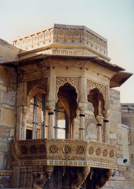 lotusunfurled:   by east med wanderer  Balcony, Jaisalmer Fort, Rajasthan, India