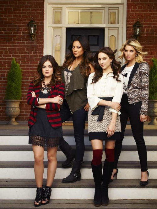 3 little weeks, Pretty Little Liars fans! REBLOG if you can't stop thinking about whAt's in the trunk!